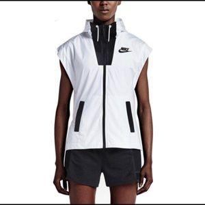 Nike Woman's Tech Hypermesh Vest Running Jacket